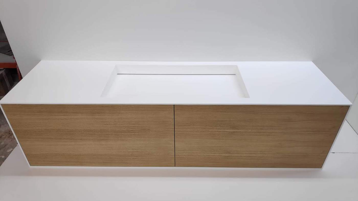 mueble-suite-baño-corian-betacryl-frontales-roble-1